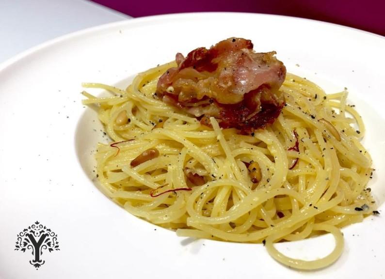 Espaguetis carbonara_azafrán yaentucasa_saffron_plato